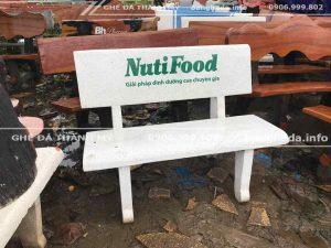 Nuitifood tặng ghế đá trường học 2