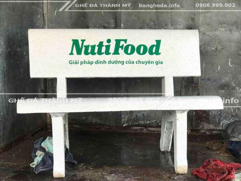 Nuitifood tặng ghế đá trường học 3