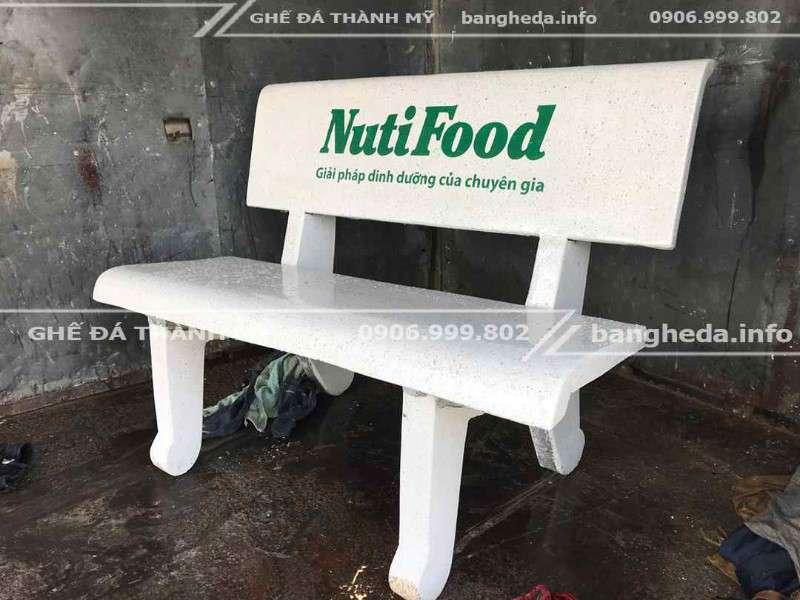 Nuitifood tặng ghế đá trường học 1