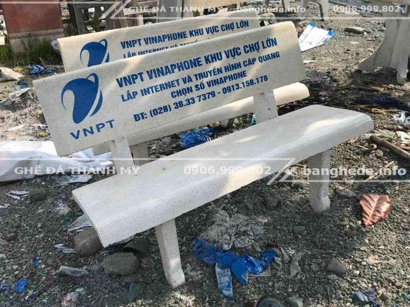 ghế đá màu trắng 2