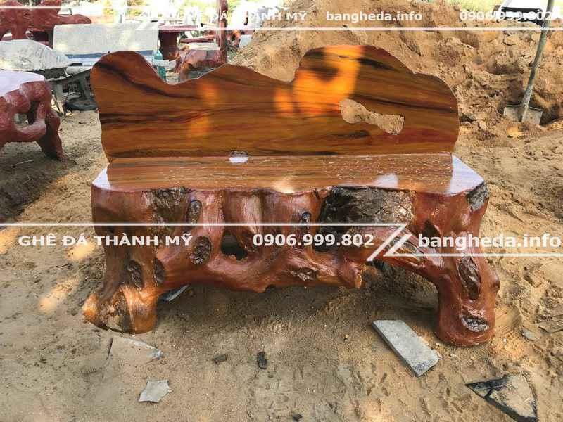 Đặt làm bàn ghế đá giả gỗ tặng công viên 2