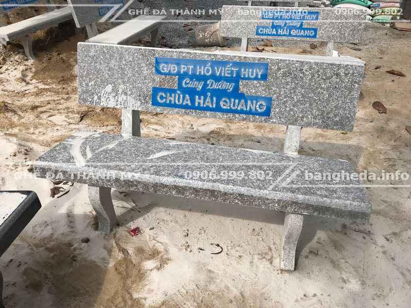 Đặt mua bàn ghế đá giá rẻ tặng các sân chơi trẻ em ngoài trời 1
