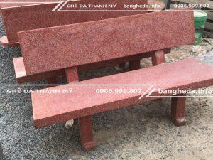 Ghế đá sân vườn màu đỏ tại thành mỹ